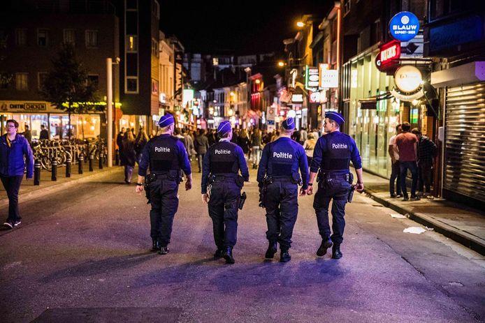 Politie in de Overpoort in 2018.