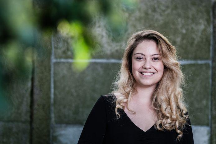 Sara Leemans, de vrouw achter de satirische account Dansaertvlamingen.