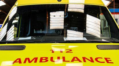 Bromfietser en passagier gewond na aanrijding met vrachtwagen