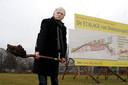 Symbolisch zet Henk Bosker in 2009 de schop in de grond voor de aanleg van bedrijvenpark Mercator bij de ingang van Dedemsvaart. Nog altijd ligt het terrein braak. Een nieuwe projectontwikkelaar probeert nu samen met de Aldi hier de Duitse discountsupermarkt te vestigen.