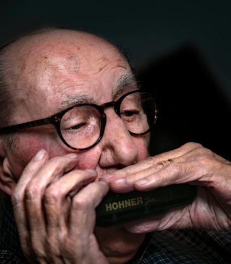 De mondharmonicamuziek van opa Herman van Wolferen (96) uit Eindhoven staat eindelijk op cd