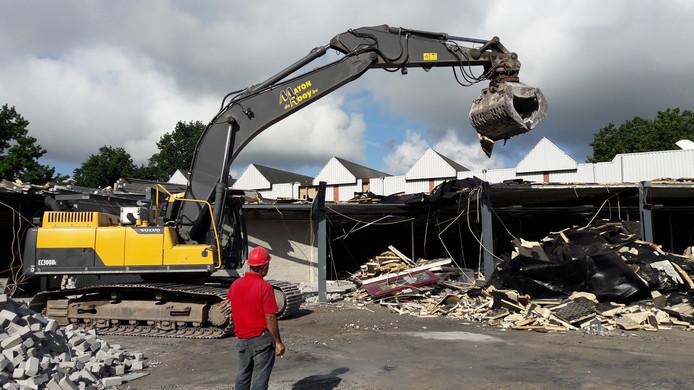 De Werft wordt komende weken gesloopt op het voorste deel na.