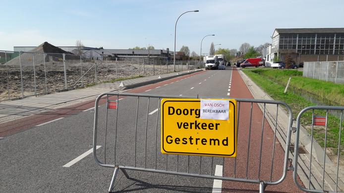 Aan de Veilingweg in Zaltbommel wordt dinsdagochtend nog volop opgeruimd bij het drugslab.