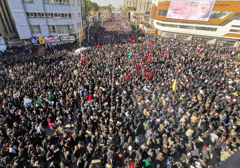 Er is een massa volk op de been voor de begrafenis van generaal Qassem Soleimani in zijn geboorteplaats Kerman.