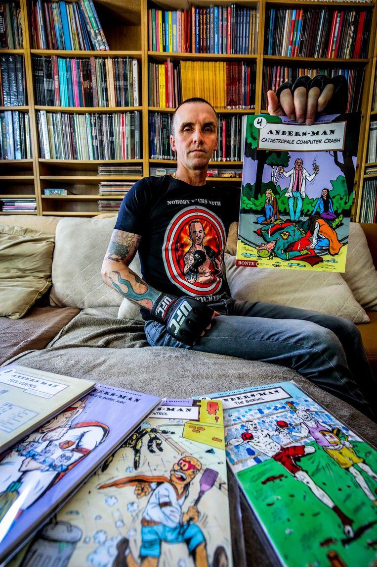 Michel De Stickere krijgt de rol van Bad Stickerman in de strip Anders-man. Er zijn nu al buttons en T-shirts te koop.