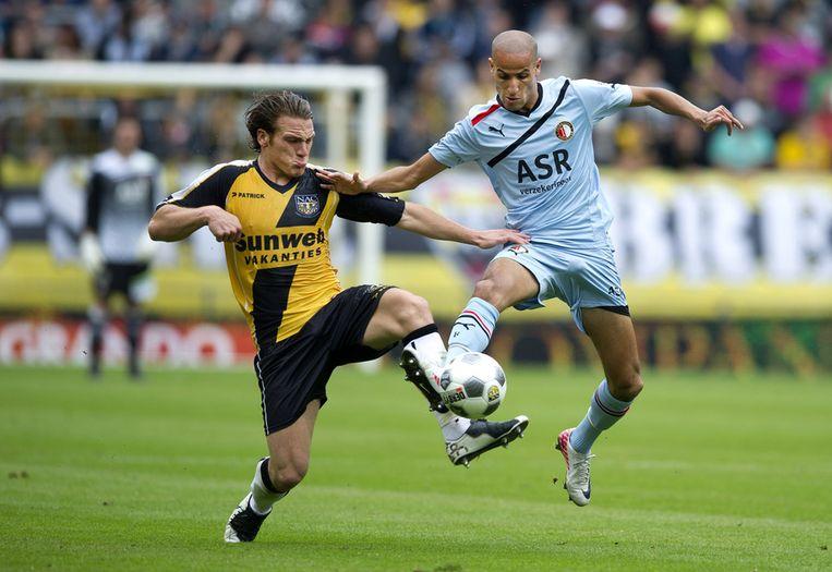 NAC-middenvelder Robbert Schilder (links) in duel met Feyenoorder Karim El Ahmadi. Beeld