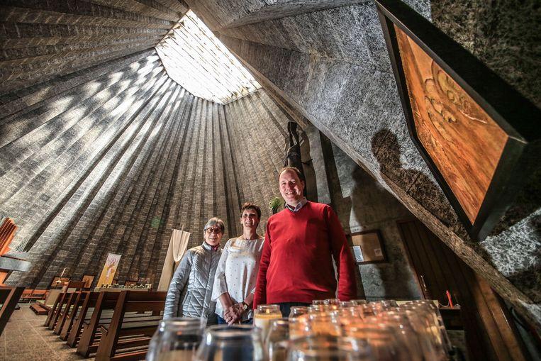 De pastorale ploeg van de Sint-Ritakerk in Harelbeke is op zoek naar 100 Rita's, naamgenotes van de patroonheilige Rita, naar wie de kerk is genoemd.  Rita Depreitere, Veronique De Wijze en pastoor Bart