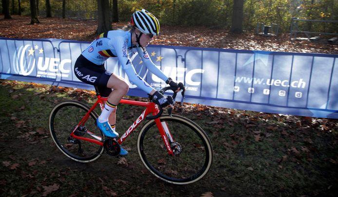 Suzanne Verhoeven, recent negentiende op het EK in Rosmalen, werd vorige week zowel in Tsjechië als Polen tweede na de Hongaarse Blanka Vos.