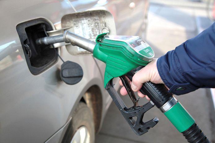 Benzine is in Duitsland 20 tot 30 cent per liter goedkoper.