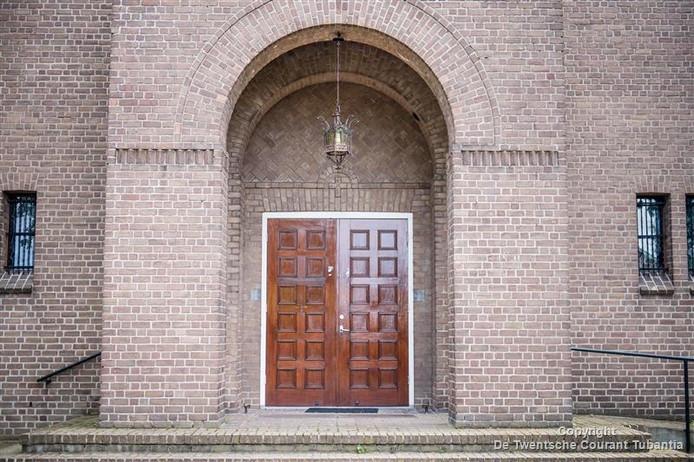 Bemiddelingsgesprekken tussen de werkgroep Maria Noaberschop en het parochiebestuur hebben ertoe geleid dat de deur van de Mariakerk weer op een kier komt te staan.