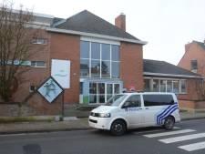 Une jeune fille poignarde un garçon dans une école à Temse