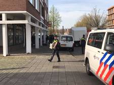 Inval politie in theehuis Corner Club in Breda, bezoekers en personeel worden gefouilleerd