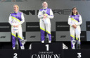 Het podium na de W Series in Assen, van links naar rechts: Alice Powell, Emma Kimilainen en Jamie Chadwick.
