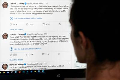 """Trump menace de """"fermer"""" les réseaux sociaux après le signalement de ses tweets"""