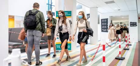Eerste lesdag met verplichte mondkapjes op het Hoornbeeck College: Het is zó onpersoonlijk