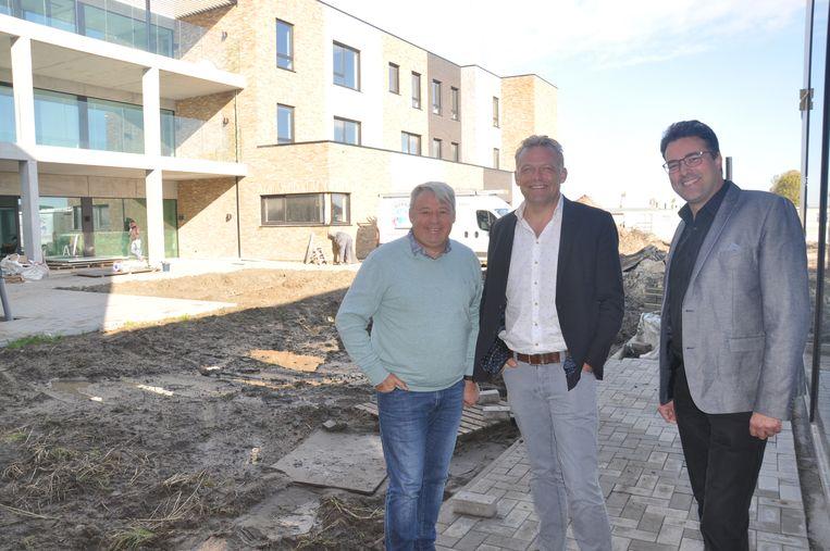Eddy Gryson, Steve Vandenberghe en Kristof Vermeire bij het nieuwe WZC Jacky Maes
