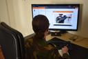 KMA-cadetten kunnen thuis digitaal onderwijs volgen via live-streaming.