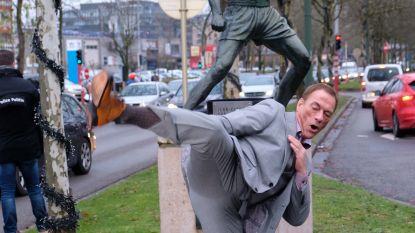 IN BEELD. Jean-Claude Van Damme bezoekt eigen standbeeld in Brussel