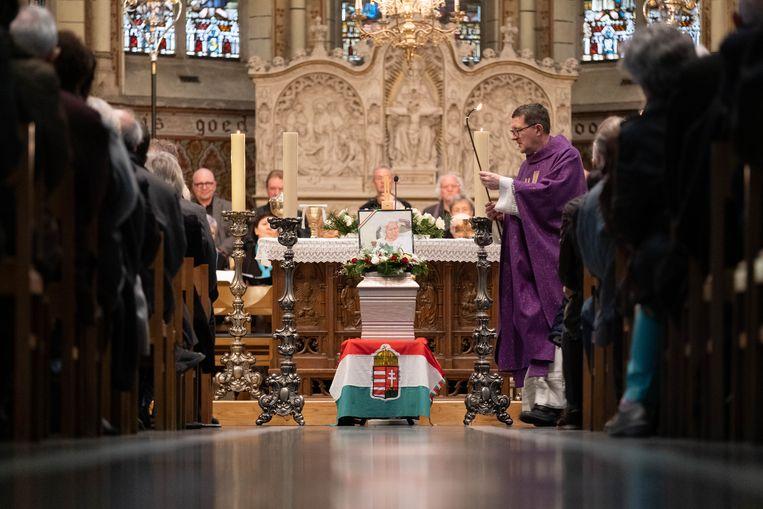 Begrafenis van de 107-jarige Annuska 'Anneke' Béber