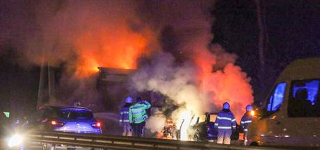 Heldenpenning voor Danny en Wilfried, die man redden uit brandende auto op A12