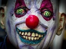 Horrorclown jaagt meiden schrik aan in Heikant