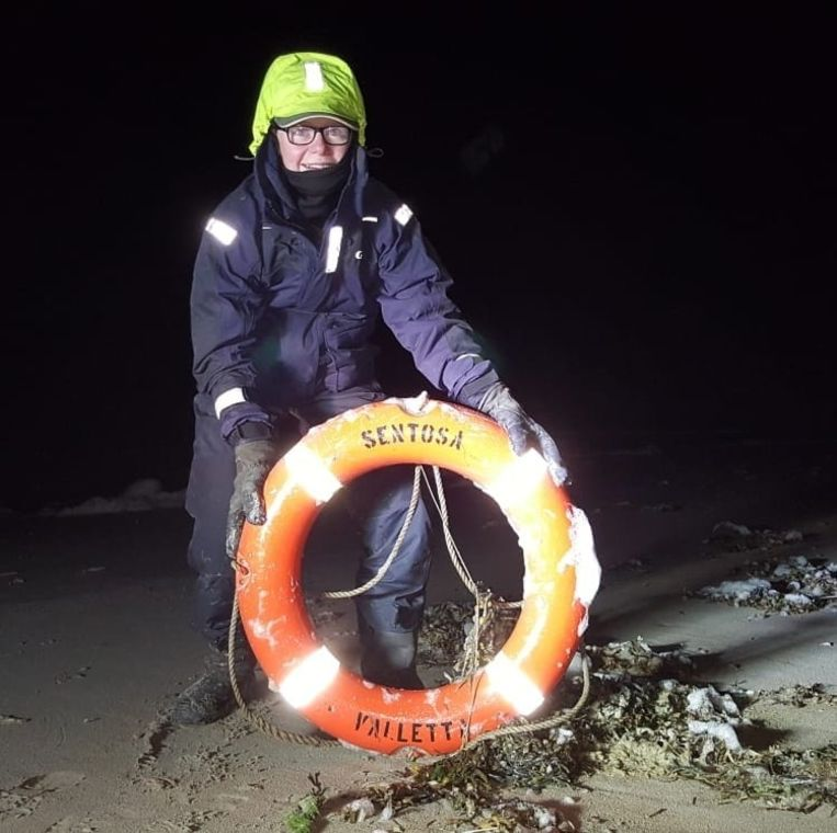 Strandjutter Maarten van Duijn vindt van alles op zijn tochten langs het strand.