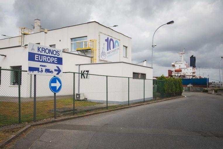 De ongevaarlijke stof 'ontsnapte' door een lek bij Kronos, een bedrijf in de buurt.