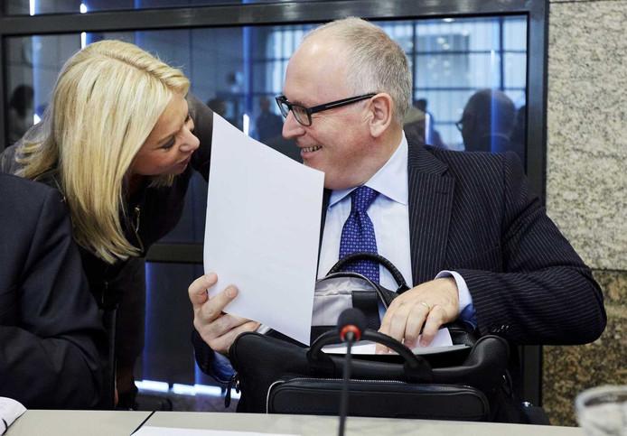 Ministers Jeanine Hennis-Plasschaert van Defensie en Frans Timmermans van Buitenlandse Zaken vandaag in de Tweede Kamer.