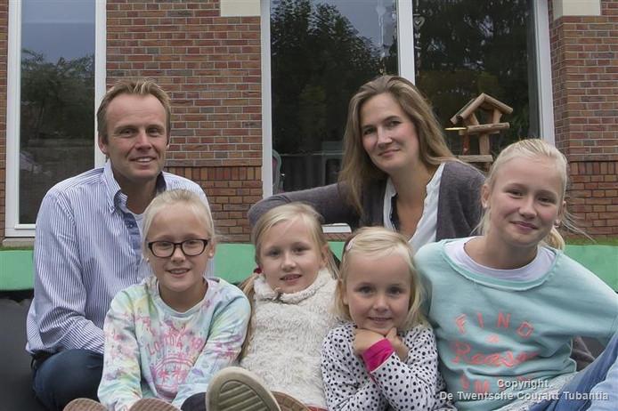 Wiljan en Ilse Brinkman met Diede, Polina, Leah en Noa (vlnr)