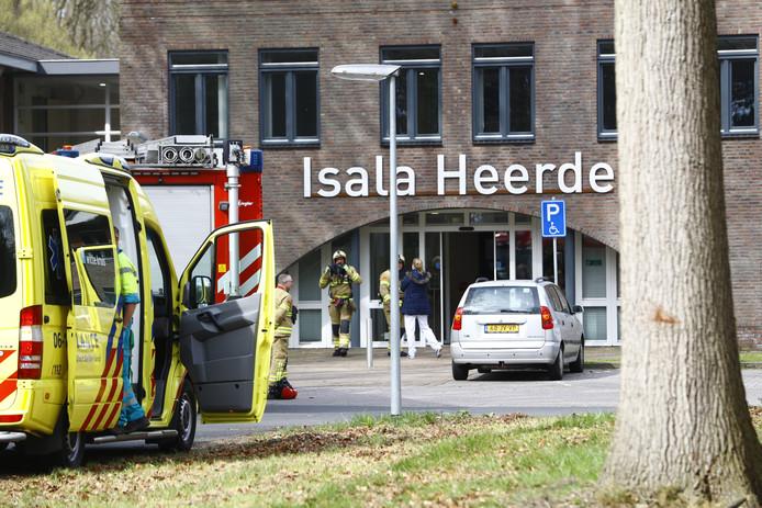 De polikliniek van Isala werd ontruimd nadat vier mensen onwel waren geworden.