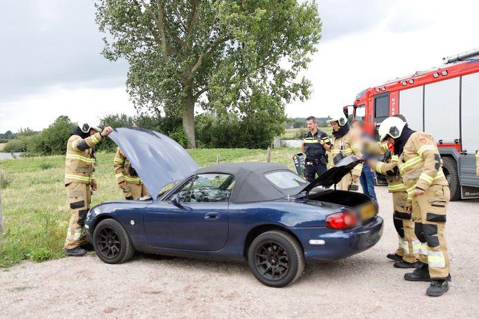 De auto brandde niet helemaal uit.