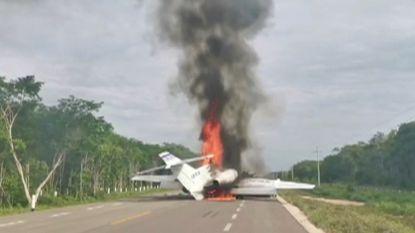 Vliegtuig met miljoenenlading cocaïne maakt noodlanding op snelweg