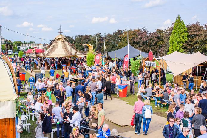 Een eerdere editie van Kannen en Kruiken elders in Nederland. Vanaf vrijdag staat het bier- en wijnfestival in Park de Wezenlanden.