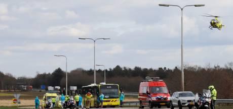 IC-bus met coronapatiënten heeft pech, traumahelikopter met arts geland