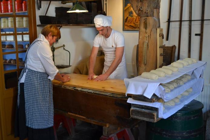 Het Bakkerijmuseum houdt activiteiten voor kinderen om hen kennis te laten maken met het ambachtelijke bakkersvak.