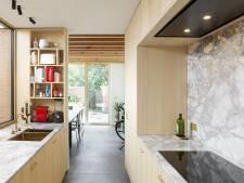 """Eline et Simon ont rénové une maison de rangée: """"Chaque centimètre carré est exploité au maximum"""""""