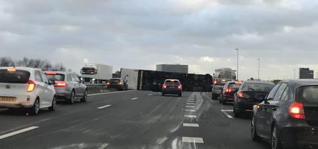 Chaos op de weg in Brabant, A50 en A2 dicht, Rijkswaterstaat waarschuwt niet de weg op te gaan