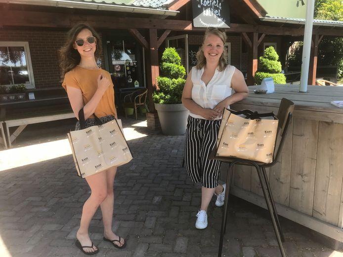 Boerenpicknick Karin Penders (rechts) en Vera Broks hebben genoten van de boerenpicknick