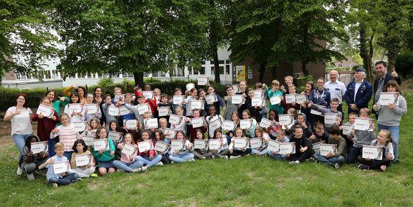 De leerlingen kregen een MEGA-diploma uitgereikt.