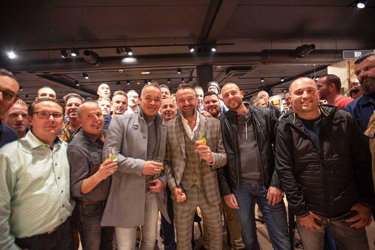 """MERCHTEM: Verjaardag Tom Waes ZEB: Tom Waes vierde zijn verjaardag met tweehonderd wildvreemde mannen, """"maar het zijn allemaal toffe gasten"""". """