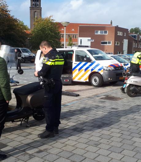 Eén op drie scooters gaat te snel, ook bij controle in Enschede