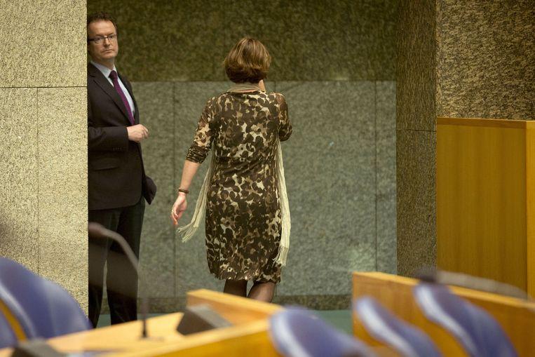 Voorzitter van Miltenburg verlaat de Kamer nadat ze door CDA-fractieleider Sybrand Buma is beschuldigd van het sturen van het debat in april 2013 Beeld anp