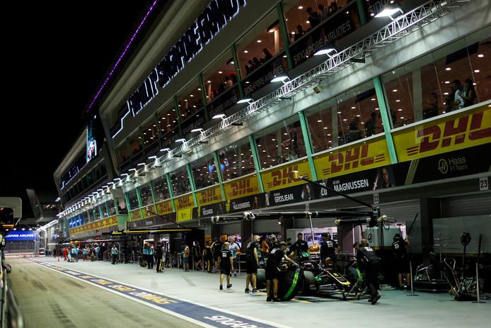 In Singapore houden coureurs, monteurs, medewerkers en journalisten massaal de Europese tijd aan.