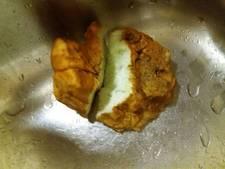 Stukjes gebakken spons aangetroffen in Vinkeveen
