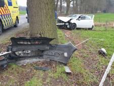 Bestuurder verliest macht over het stuur en botst op boom in Hertme