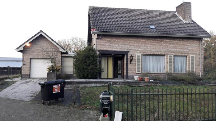 Loon op Zand, Bergstraat 55, woning bij voormalige nertsenfarm was gekraakt, door politie ontruimd