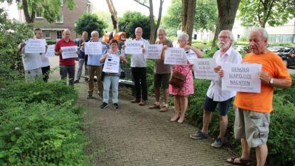 """Bewoners Drabstraat voeren actie op gemeenteraad: """"Behoud dubbele richting Krijgsbaan tijdens werken"""""""