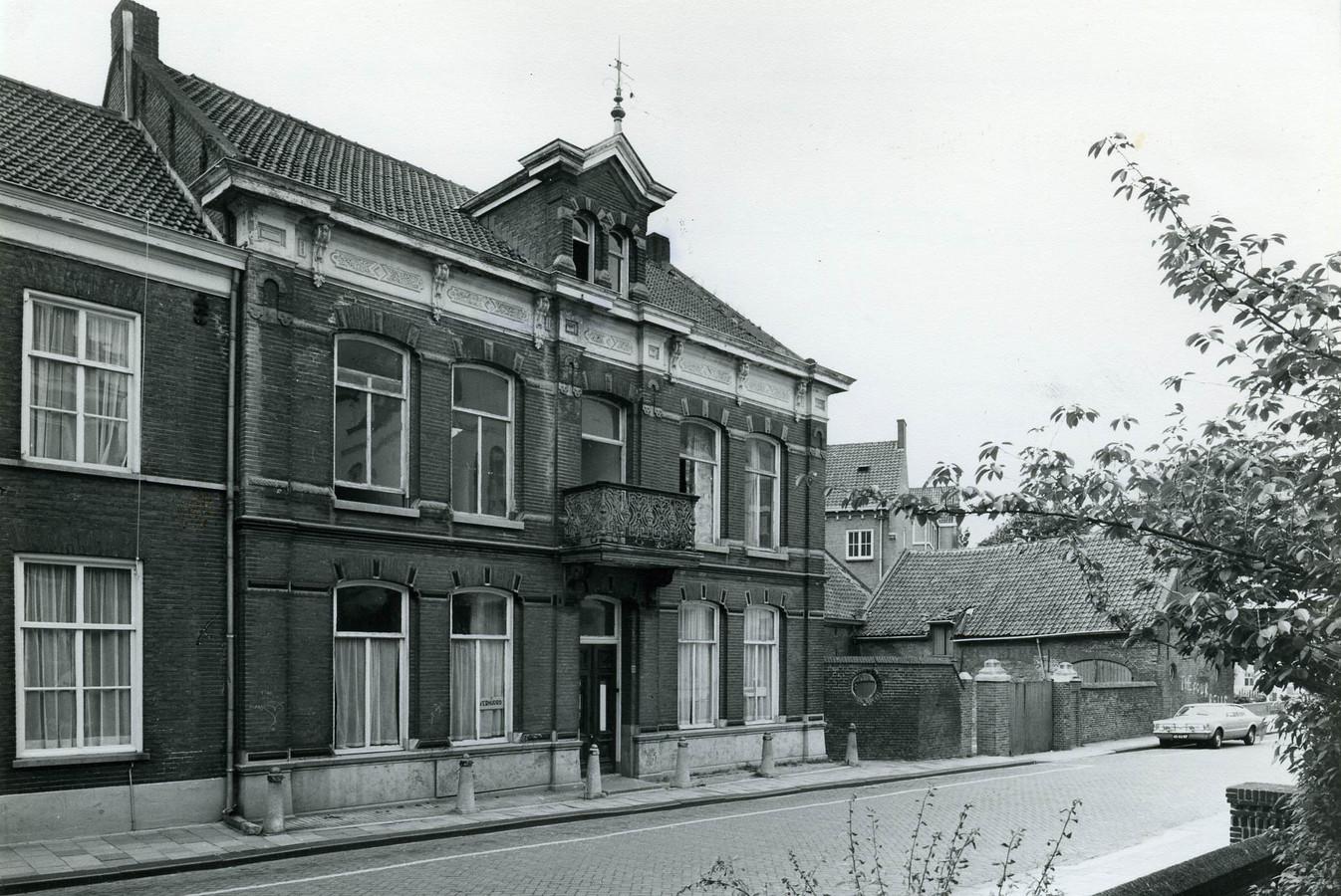 De fraaie zogenoemde herenboerderij aan de Begijnenstraat moest gesloopt worden.