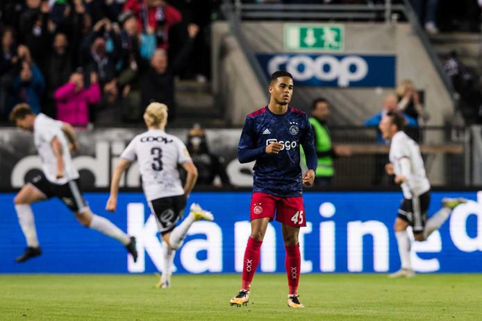 Het kan verkeren. Ajax verliest met 3-2 bij Rosenborg en plaatst zich niet voor het hoofdtoernooi van de Europa League.