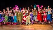 """Hoeveel geluk kan een man hebben? """"Yves Pelgrims danst elke week met 100 buikdanseressen"""""""
